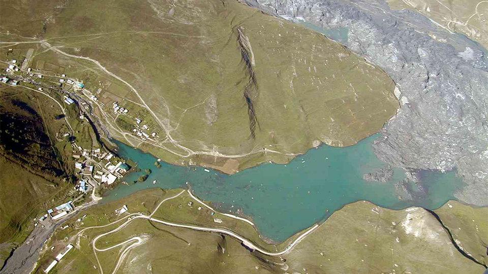 Сошедший в Кармадонском ущелье ледник Колка