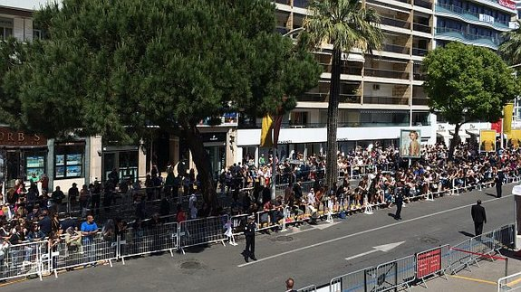 2016 год: Подъезд к Фестивальному дворцу перекрыт (вид с балкона пресс-центра)