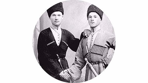 Мурзакан Кучиев (справа) / Фото из личного архива Махача Сугарова