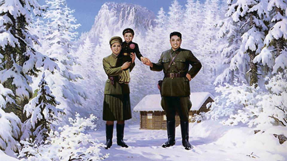 Маленький Ким Чен Ир в окружении семьи — матери Ким Чен Сук и отца Ким Ир Сена