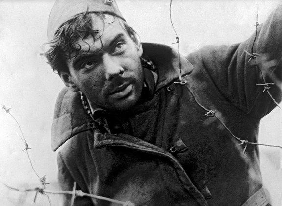 Кадр из фильма «Летят журавли» (1957)
