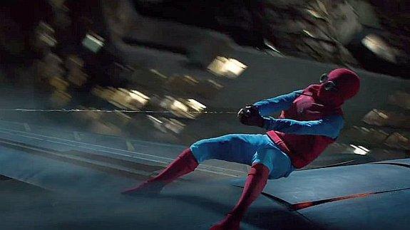 Часть фильма Том Холланд проведет в самодельном костюме Человека-паука