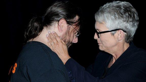 Джейми Ли Кёртис и фанат фильма / Фото: Getty Images