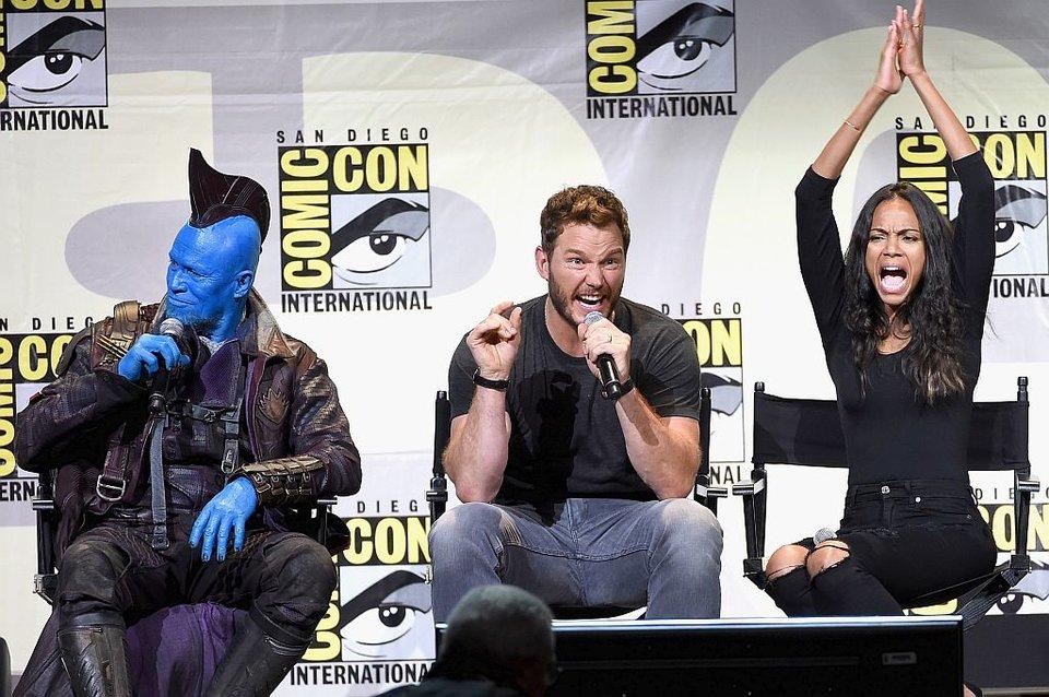 Не знаем, что тут происходит, но актерам очень весело!