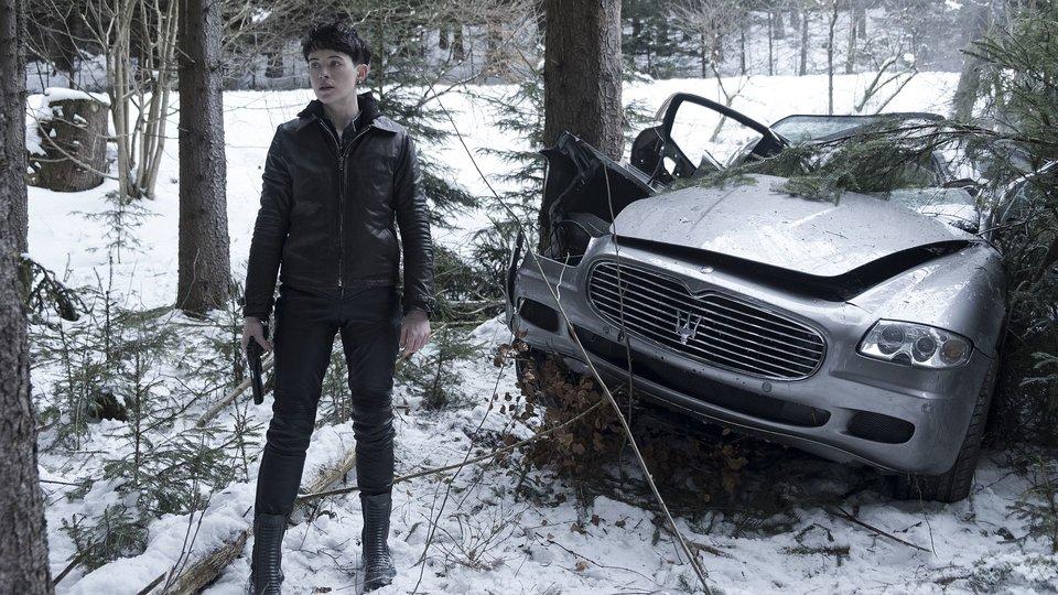 Клер Фой в образе Саландер в фильме «Девушка, которая застряла впаутине»