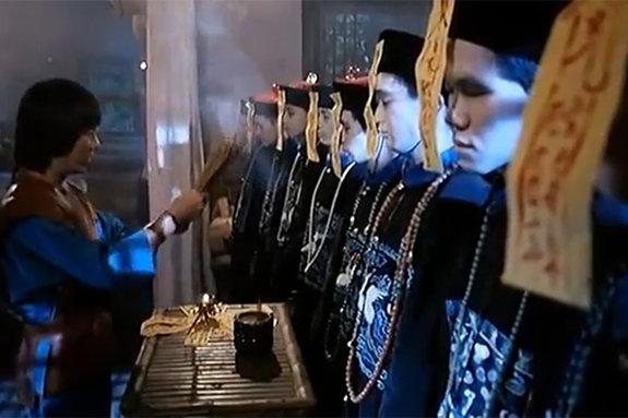Кадр из фильма «Мистер Вампир»