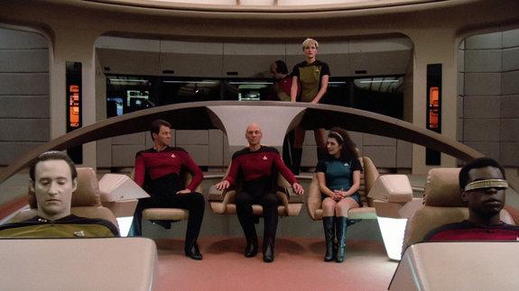 Кадр из сериала «Звездный путь: Следующее поколение». Дейт — первый слева