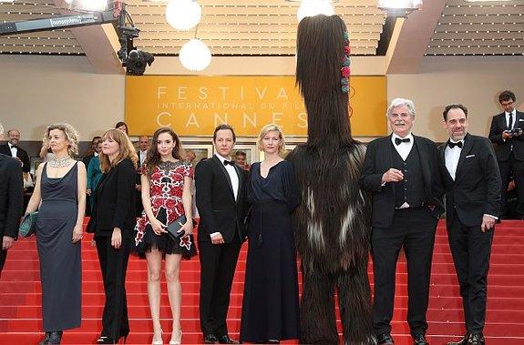 Звезды «Тони Эрдманна» и кукер в Каннах / Фото: Getty Images