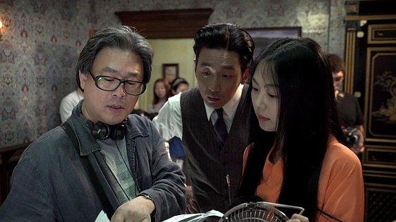 Пак Чхан-ук насъемках фильма «Служанка»