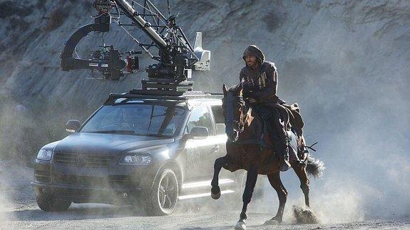 Майкл Фассбендер на съемках «Кредо убийцы»
