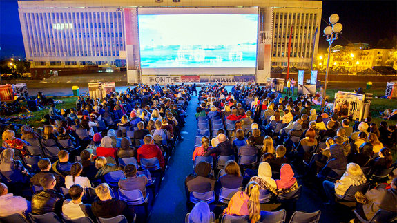 Кинотеатр на площади / Фото предоставлено пресс-службой кинофестиваля «Край света»