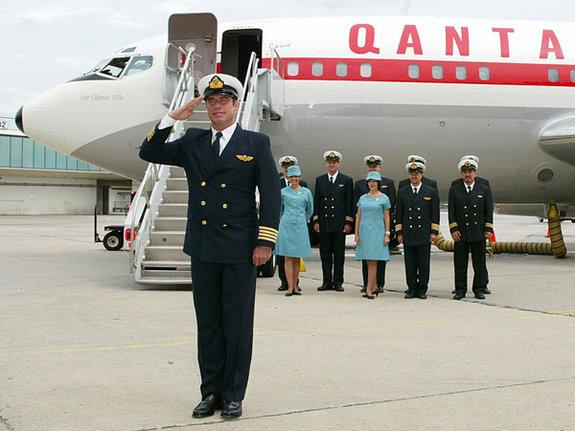 Джон Траволта у личного Boeing 707 после кругосветки / Фото: Getty Images