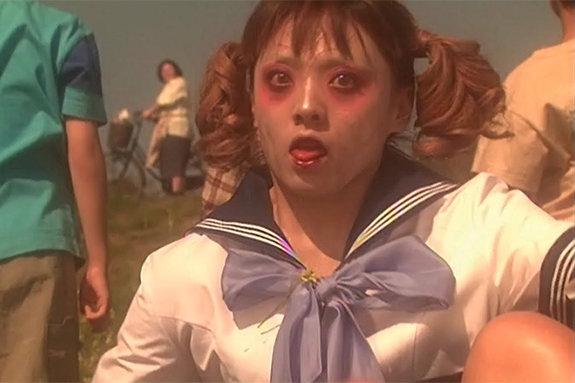Кадр из фильма «Стейси: Атака школьниц-зомби»