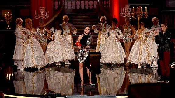 Эмма Уотсон одолела  Хью Джекмана наMTV Awards— Красавица иЛоган