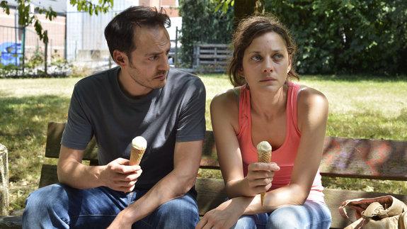 Фабрицио Ронджоне и Марион Котийяр: Кадр из фильма «Два дня, одна ночь»