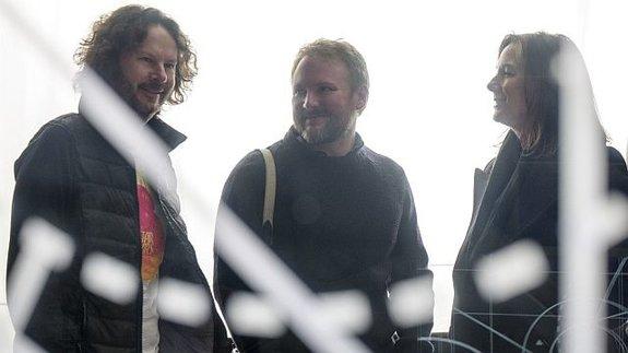 Рэм Бергман, Райан Джонсон и Кэтлин Кеннеди на съемках фильма «Звездные войны: Последние джедаи»