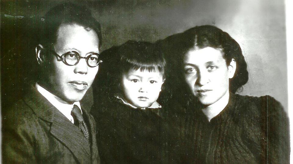 Ли Лисань и Е. П. Кишкина со старшей дочкой Инной Ли / Фото: Личный архив
