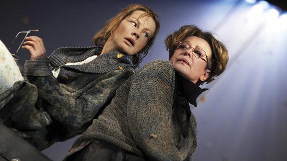 Алена Бабенко и Марина Неелова в спектакле «Осенняя соната»