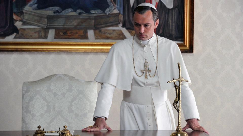 Кадр из сериала «Молодой Папа»
