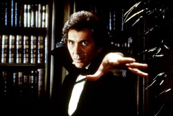 Фрэнк Ланджелла в образе Дракулы