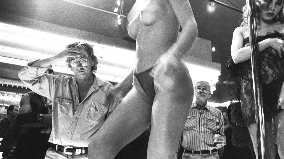 Пол Верховен на съемках фильма «Шоугелз»