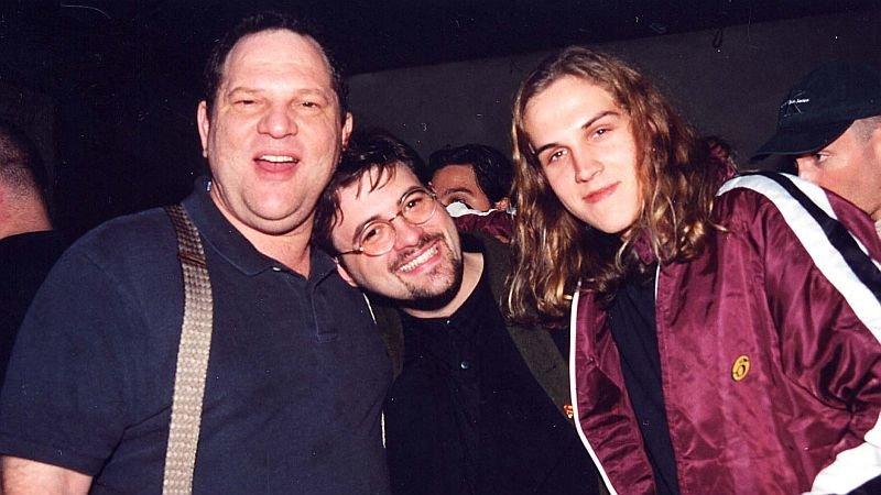 Харви Вайнштейн, Кевин Смит иДжейсон Мьюз напремьере фильма «Впогоне заЭми» в1996 году/ Фото: Getty Images