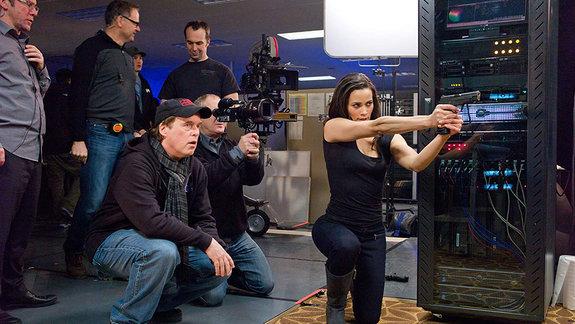 "Брэд Бёрд и Пола Паттон на съемках фильма «Миссия невыполнима: Протокол ""Фантом""»"