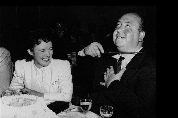Альфред Хичкок описывает своей жене Алме сцену изфильма «Тень сомнения» (1942год).