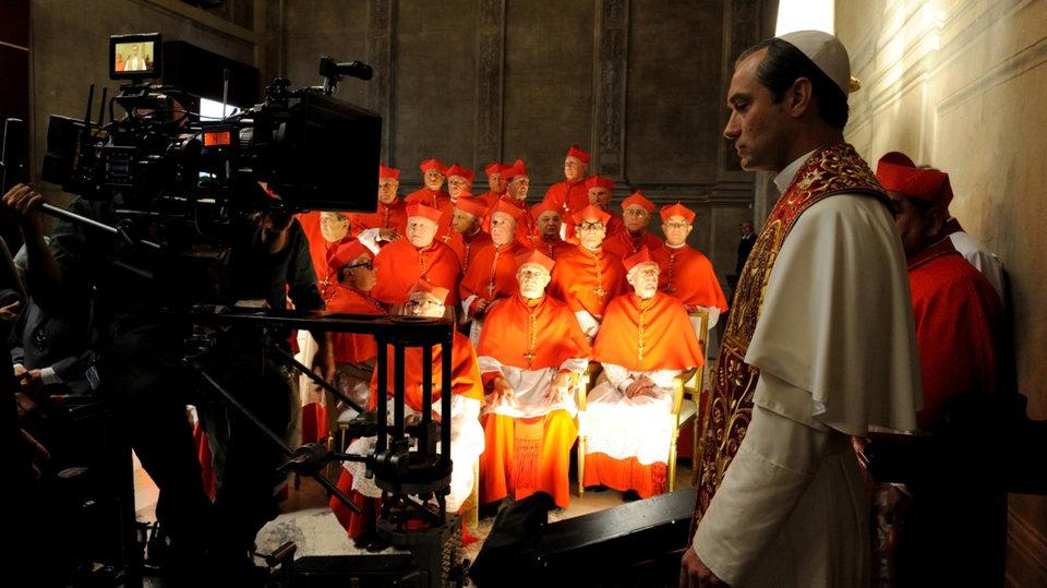 Кадр со съемок сериала «Молодой Папа»