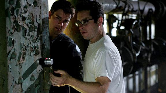 Том Круз и Дж. Дж. Абрамс на съемках фильма «Миссия: невыполнима 3»