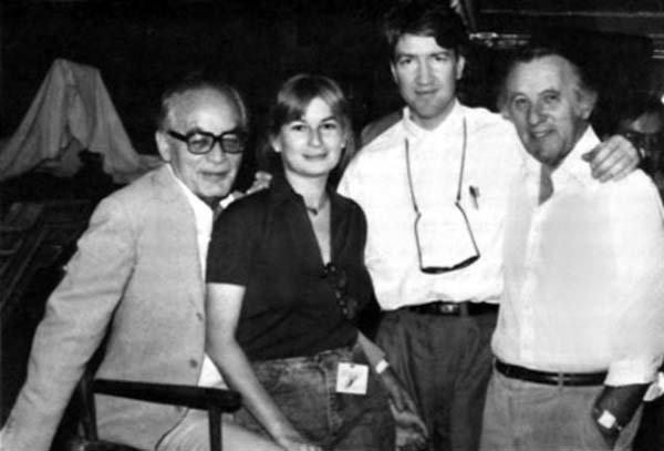 Продюсер Дино ДеЛаурентис, его дочь Раффаэлла Де Лаурентис, Дэвид Линч и оператор Фредди Фрэнсис в период работы над фильмом «Дюна» (1984)