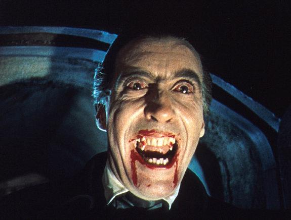 Кристофер Ли в образе Дракулы