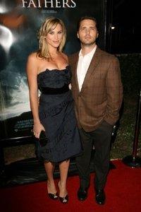 Джейсон Пристли с женой Наоми