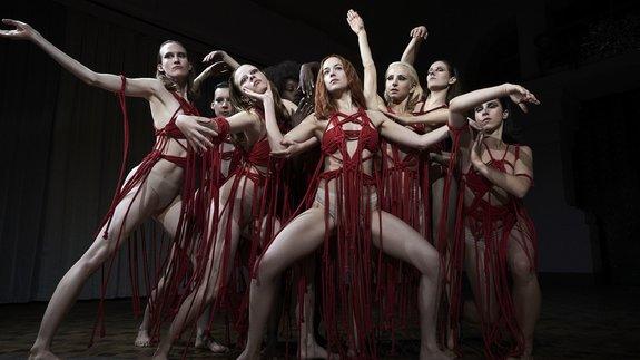 Трейлер «Суспирии»: Танцуй, Дакота Джонсон, танцуй