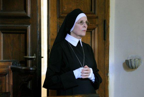 Дайан Китон в образе из сериала «Молодой Папа»