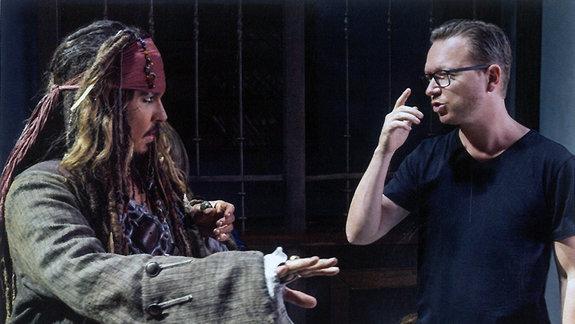 Эспен Сандберг на съемках «Пираты Карибского моря: Мертвецы не рассказывают сказки»