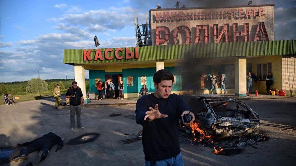 Илья Учитель на съемках фильма «Огни большой деревни»