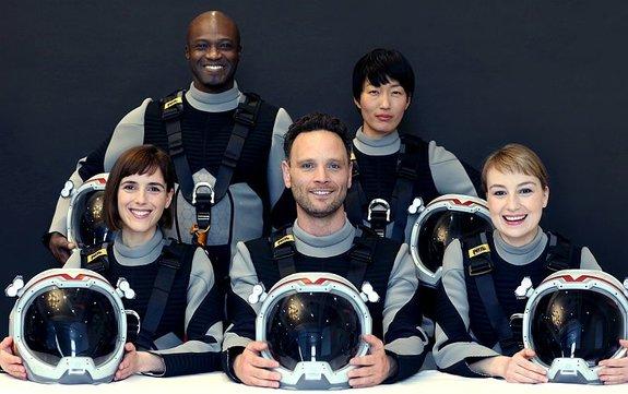 Команда корабля «Дедал», который отправляется наМарс всериале
