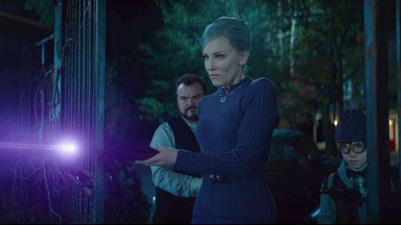 Новый трейлер «Тайны дома с часами»: Кейт Бланшетт сражается с тыквами