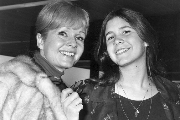 Дебби Рейнольдс и Кэрри Фишер, 1972 год / Фото: Getty Images