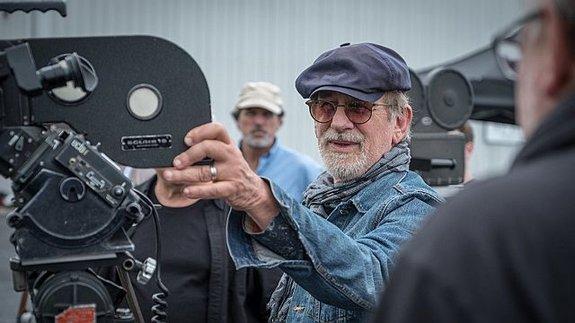 Стивен Спилберг насъемках фильма «Секретное досье»