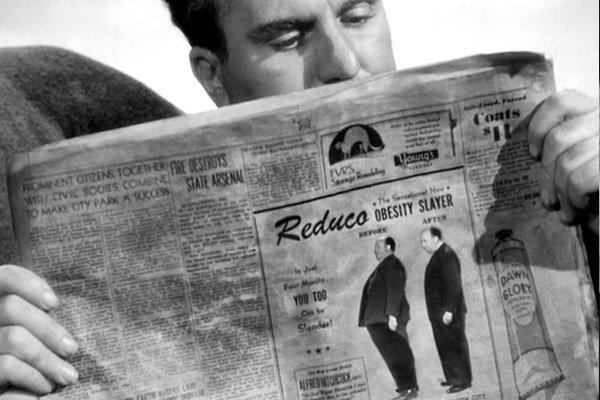 Камео Альфреда Хичкока вфильме Спасательная шлюпка» (1944)