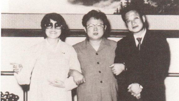 Продюсер Ким Чен Ир и его главные звезды актриса Чхве Ын Хи и режиссер Син Сан Ок