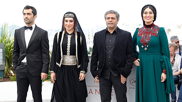 Режиссер (второй справа) и актеры «Неподкупного»