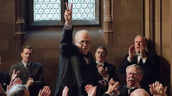 Гари Олдман в образе Уинстона Черчилля