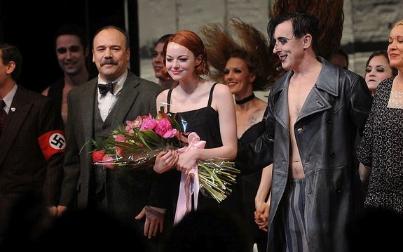 Эмма Стоун после своего дебюта вмюзикле «Кабаре» / Фото: Getty Images