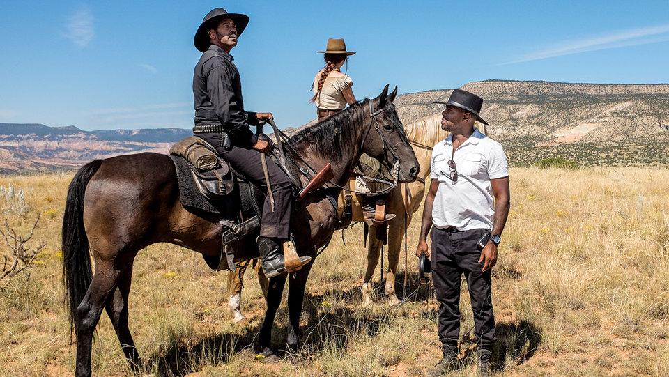 Дензел Вашингтон и Антуан Фукуа на съемках фильма «Великолепная семерка»