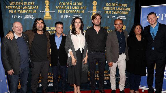 Сергей Рахлин и претенденты на «Золотой глобус — 2018» в категории «Лучший фильм на иностранном языке» / Фото: Getty Images
