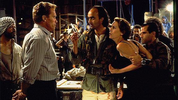 Кадр из фильма «Правдивая ложь», 1994 год