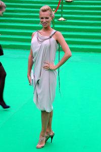 Олеся Судзиловская в платье Efremov и украшениях Carrera y Carrera